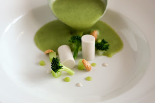 brokkoli krémleves brokkolileves veluté vegán mandula tej mandulatej panna cotta agar-agar mandulakrém brokkoliszár püré