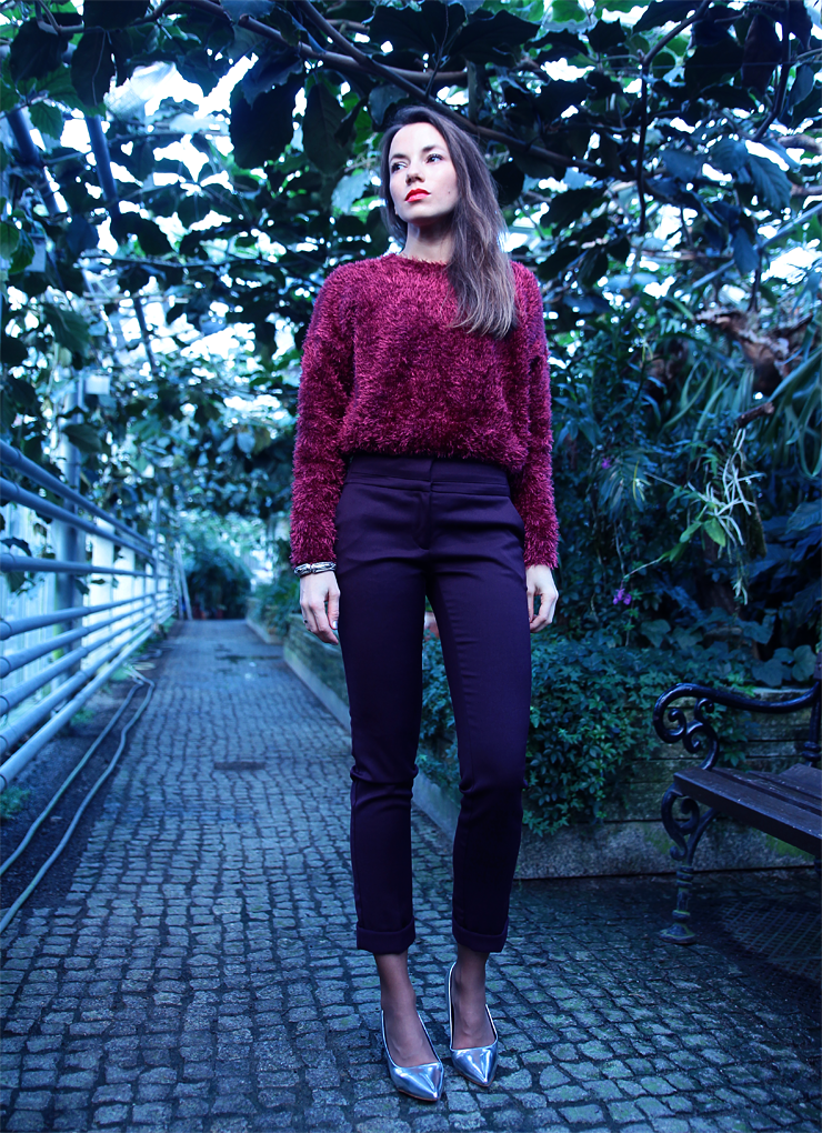 burgundy total look