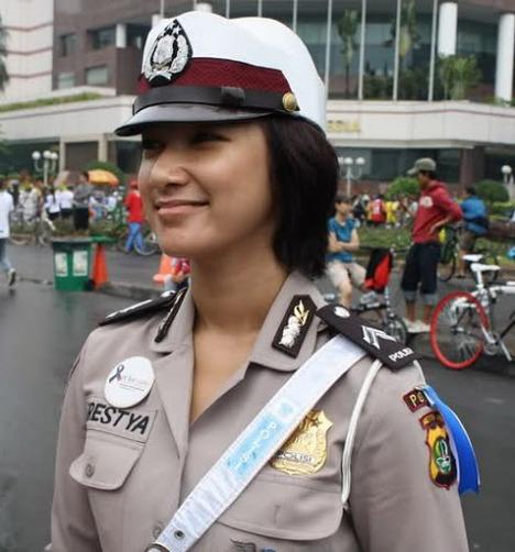 Foto Briptu Eka Frestya Polisi Cantik