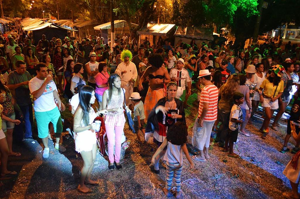 Visitantes da Feirinha entram na noite curtindo o Carnaval Folia e Paz