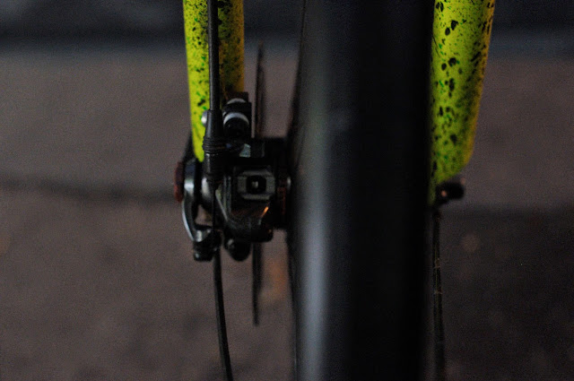 Surly, 1x1, frame, single speed, bicycle, bike, custom, modified, mod, bespoke, paint job, tim Macauley, the Biketorialist, the light monkey collective, Collins st, Melbourne, Australia, green, gritty, grit, splatter, awesome, paintjob , disc brake