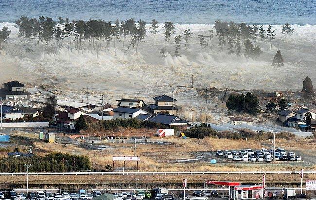 http://4.bp.blogspot.com/-CJOK5NwjkXs/TXqKhkyRWnI/AAAAAAAAV8c/NLQRmxu39fw/s1600/tsunami%2Bjapao%2B650.jpg