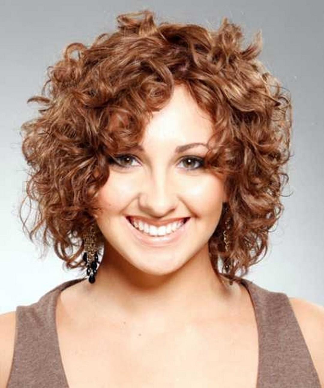 Прическа на короткие волосы с полным лицом фото