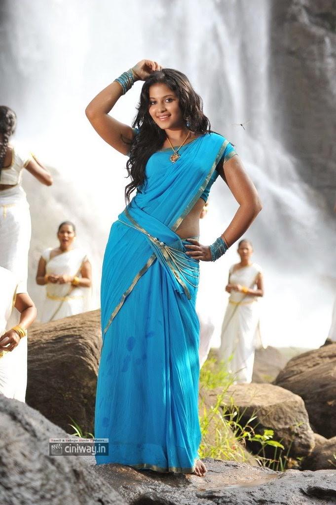 Anjali-Stills-in-Blue-Saree