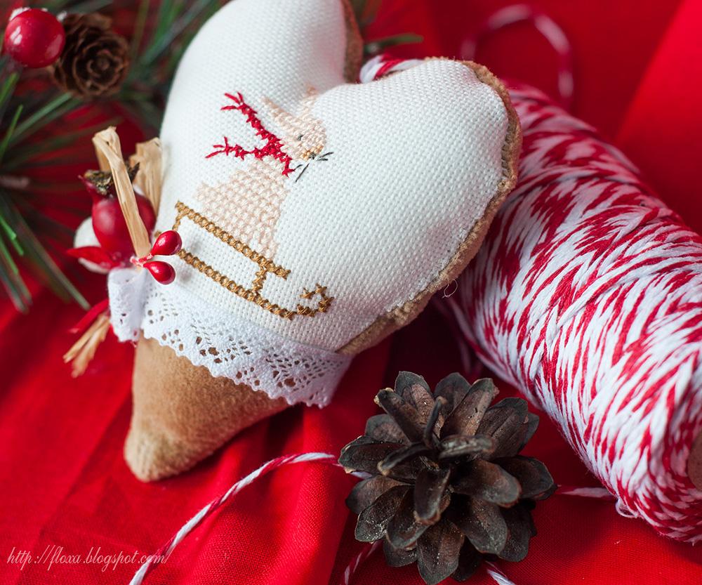 вышитое сердце, сердце кролик, сердце с новогодней вышивкой