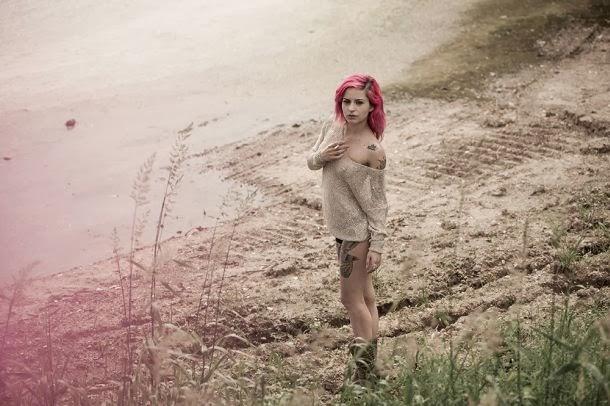 Miele Rancido nextdoormodel modelo alternativa nudez pelada cabelos rosas