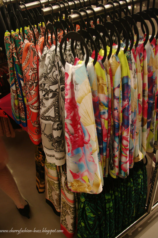 Nautical print scarfs at H&M Latvia, Colorful scarfs, Nautical trend