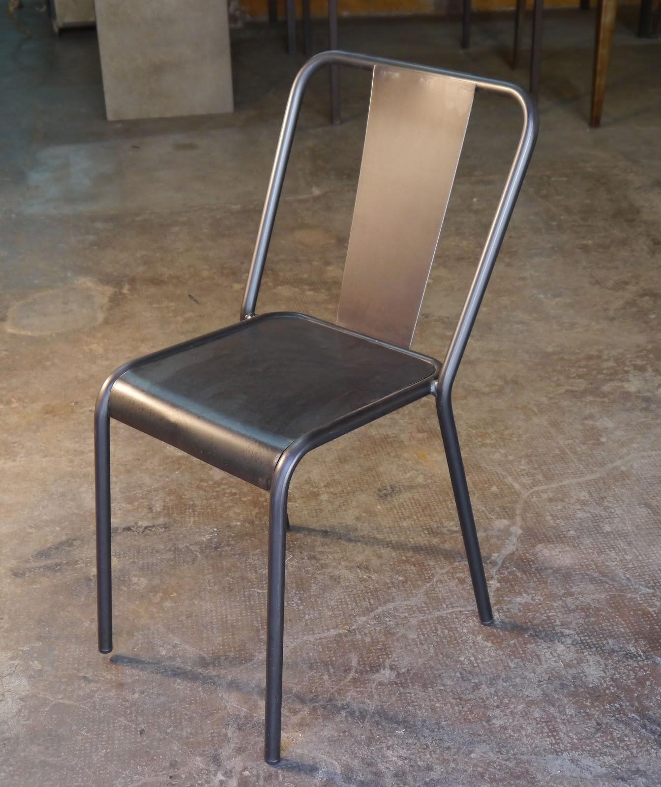 Mesas y sillas en metal de estilo industrial en hierro y for Modelos de sillas de hierro