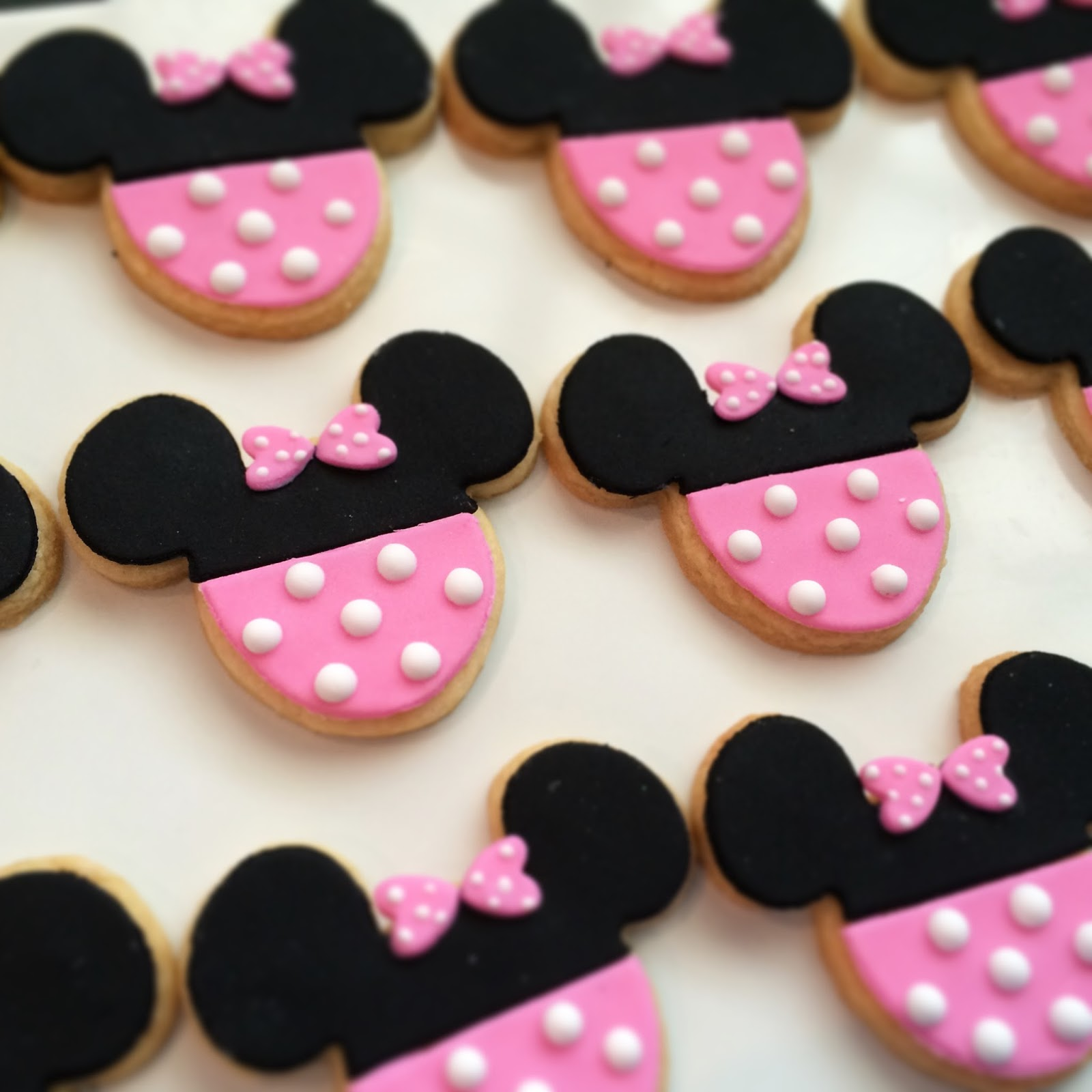 Minnie Mouse Cake Cookies Crissas Cake Corner