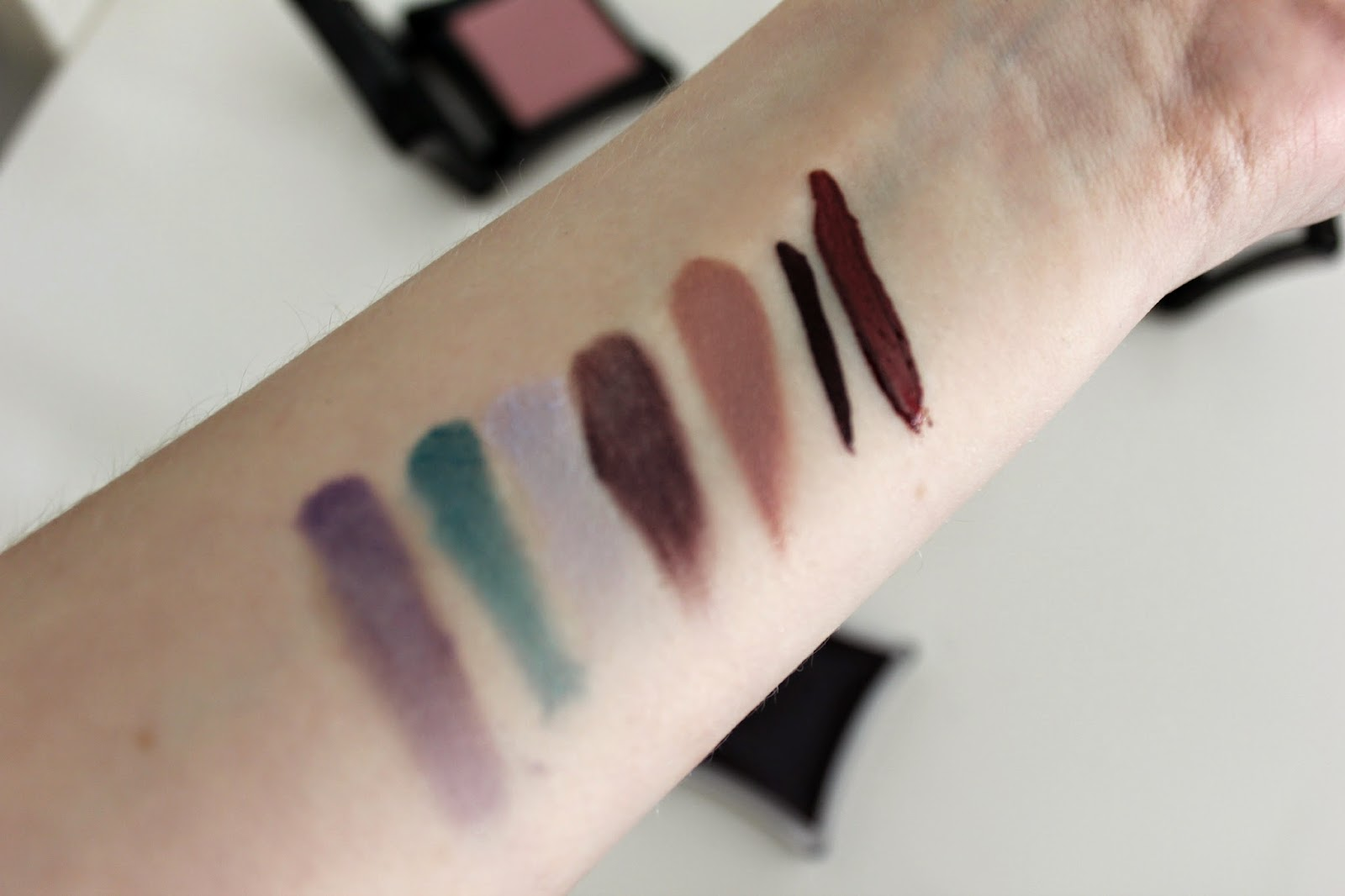 Ilamasqua Powder Shadow, Liner, Cream Pigment & Lip Gloss Swatches