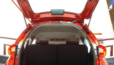 double blower A/C Honda BR-V terletak diatas antara baris pertama dan kedua