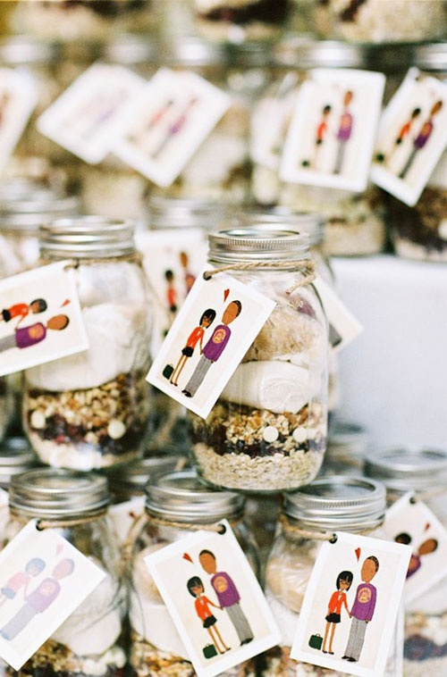 ... get in on the DIY-ing with these cookie mix jars via Wedding Window