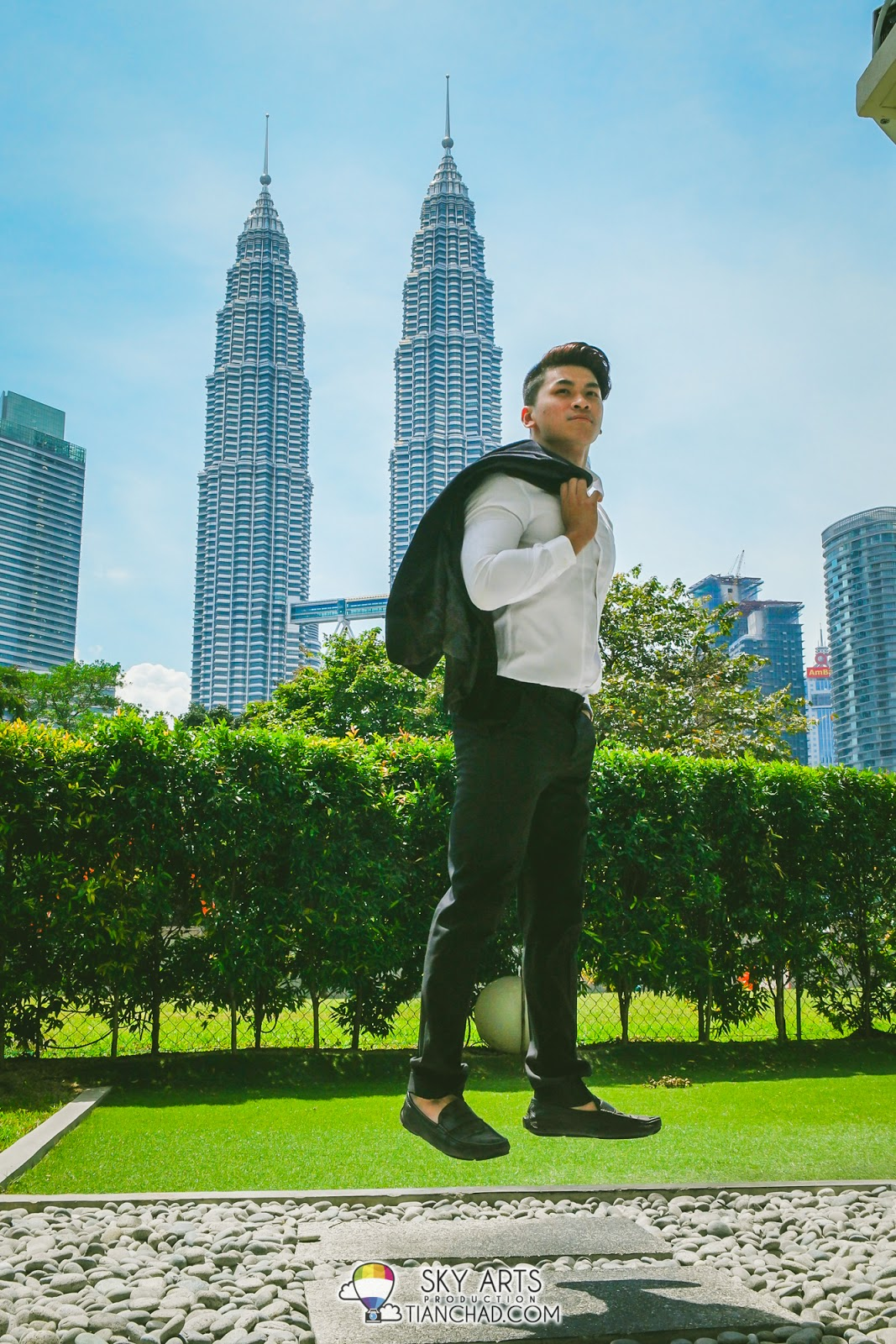 Dennis Yin with the view of Petronas Twin Towers