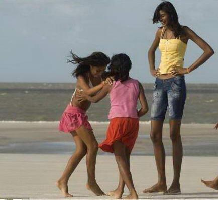 idegue-network.blogspot.com - Inilah Remaja Putri Paling Tinggi di Dunia