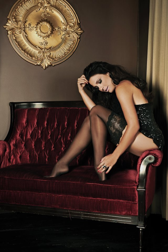 Foto de Juliana Knust de lingerie na revista Mymag