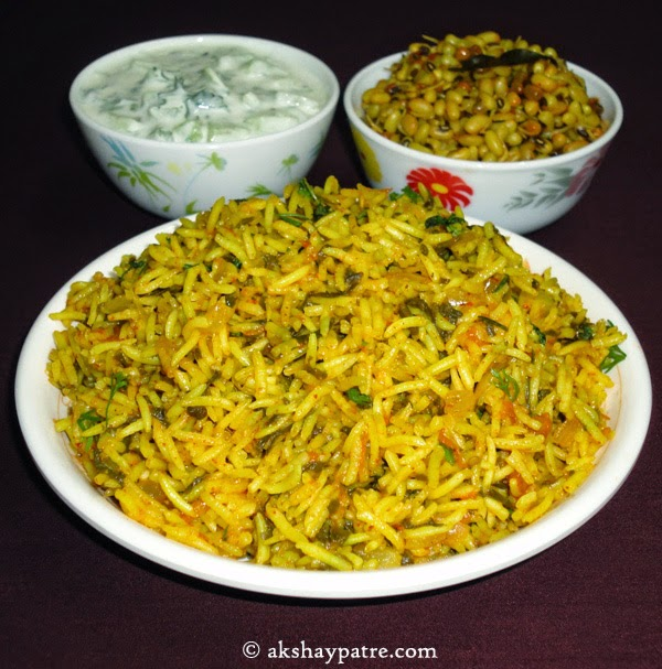 palak pulao in serving plate