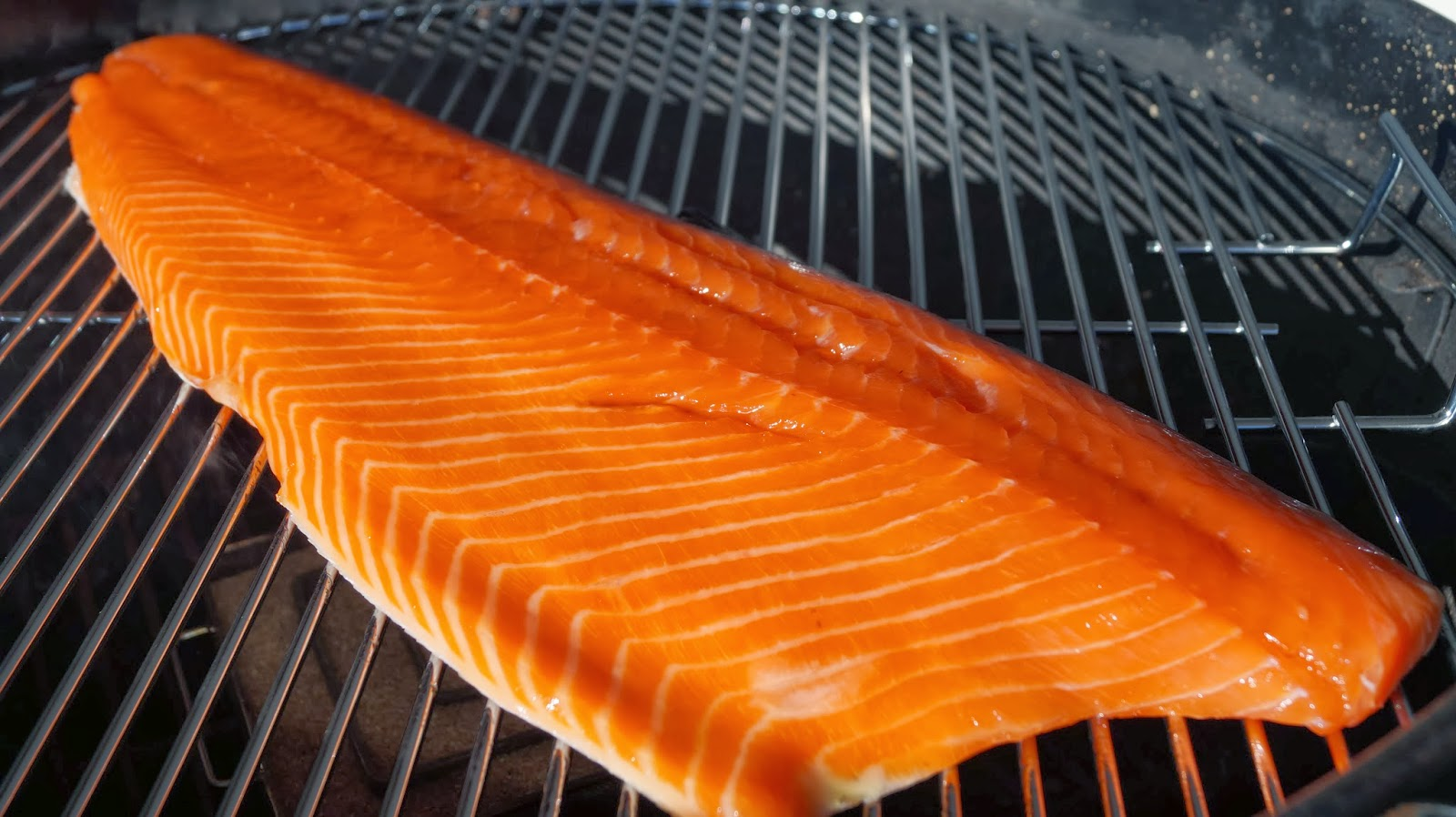 Recipe On How To Cold Smoke Salmon Ingredients:  1 Kg Fresh Salmon Filet   100 Gram Salt  100 Gram Sugar  20 Ml Maple Syrup