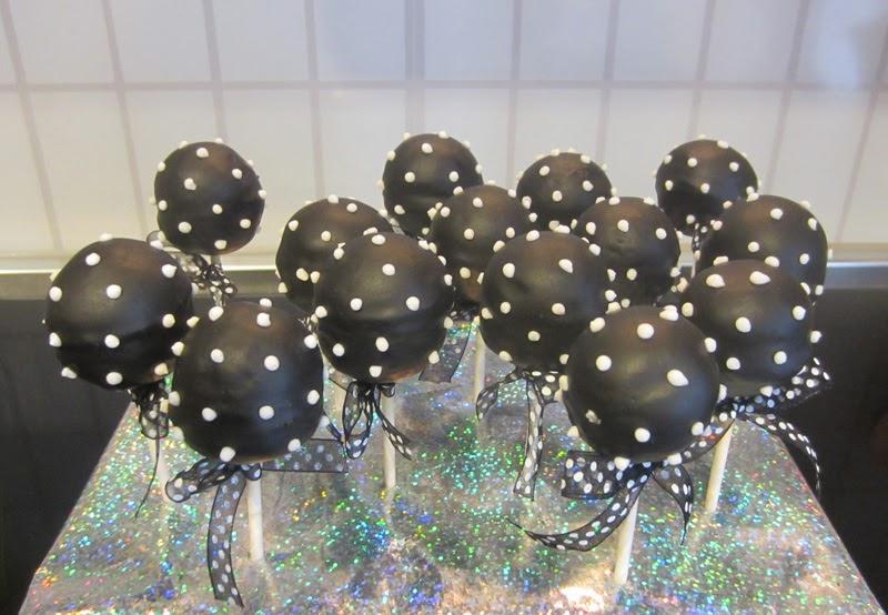 Cakepops con chocolate negro para cumpleaños micky