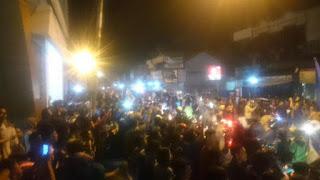 Suasana Bobotoh di depan Alun-alun Ujung Berung, Bandung
