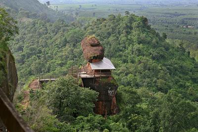 wisata thailand phu thok