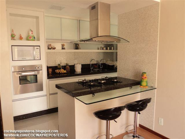 Cocinas con barra cocina y reposteros decoraci n fotos for Barra auxiliar para cocina