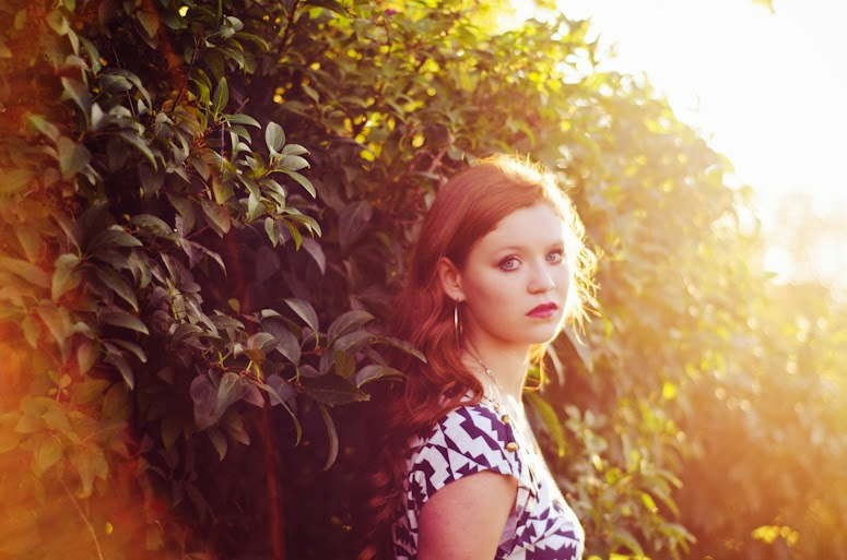 fort wayne vintage style photographer teen girl on location in downtown park