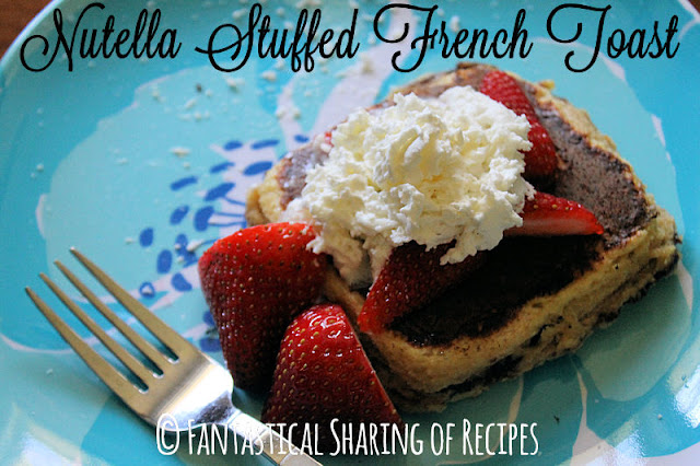 Nutella Stuffed French Toast - perfect for a #backtoschool breakfast - sweet & filling! | www.fantasticalsharing.com