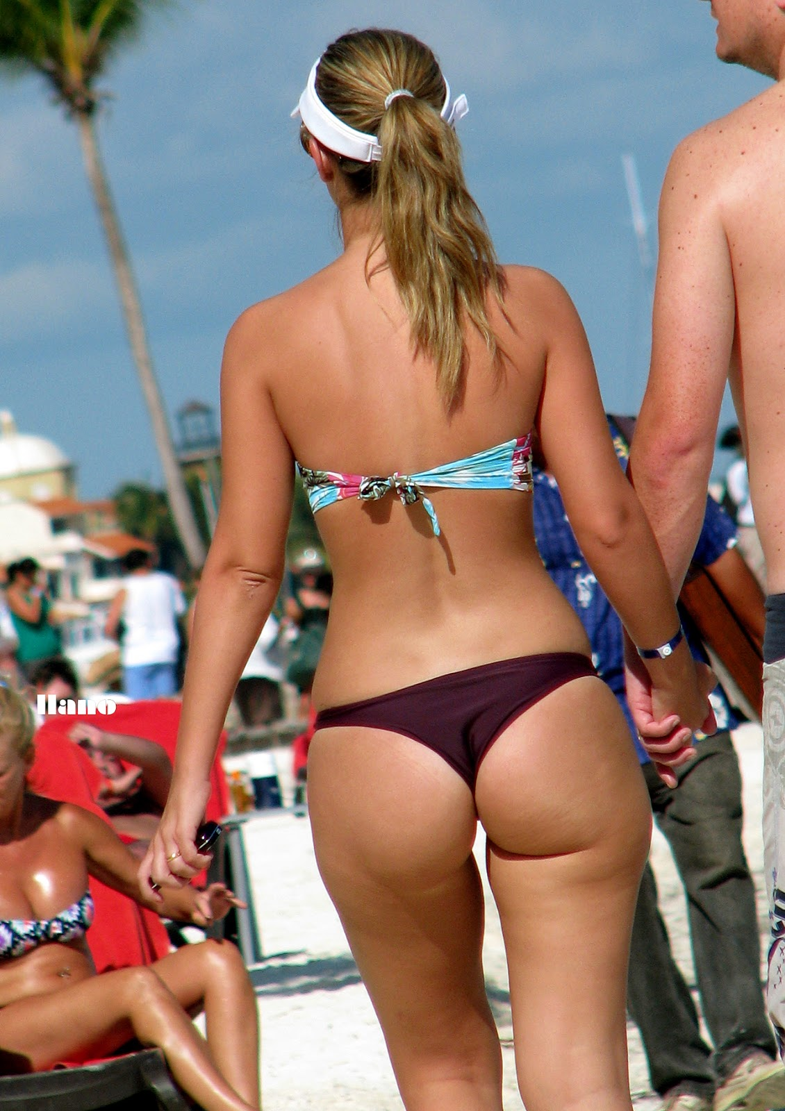 Huge thick juicy candid booty in thong bikini (PAWG ...