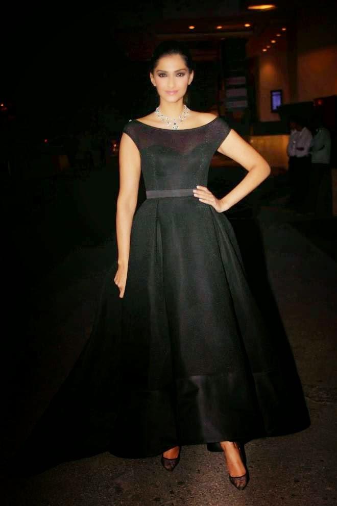 Sonam Kapoor Looks Hot Black Gown Dress Photos