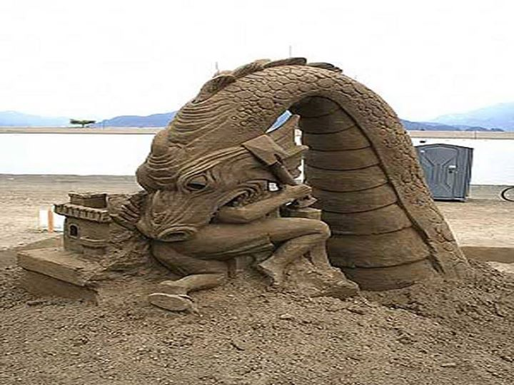 Patung-Pasir-Pantai-Naga-makan-orang