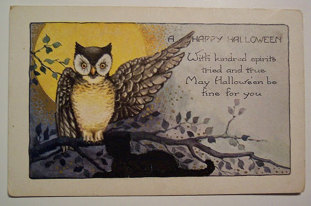 Vintage postcard showing an owl in front of a full moon, with a short verse of Hallowe'en greeting
