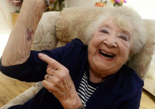 Tatuaje Lazo Cancer tatau tattoo studio: marzo 2015