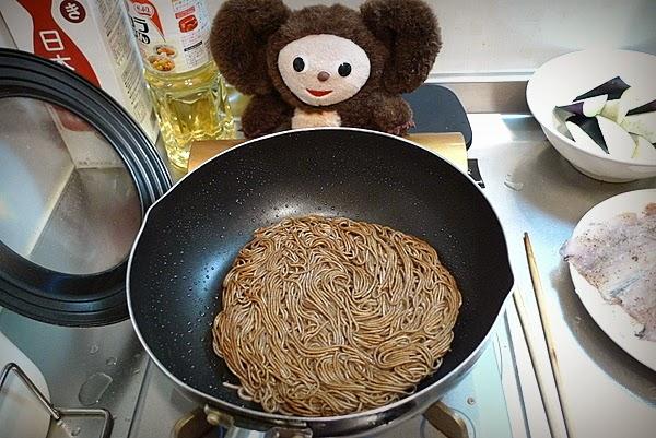 キス唐揚げ甘酢あんかけ焼き蕎麦のせの作り方(3)