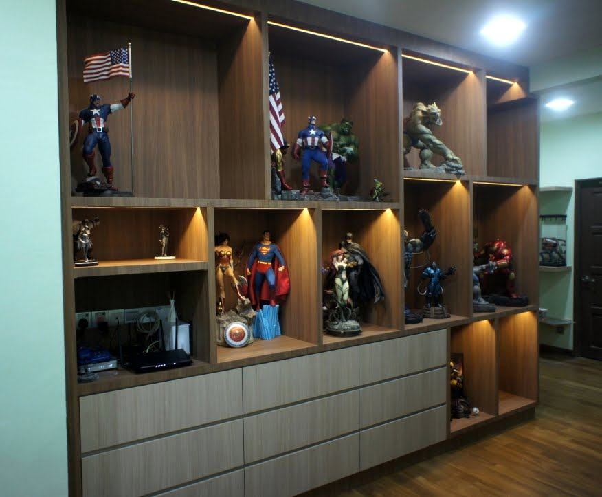 Superbe Action Figure Collector Display Cabinet With LED Lighting