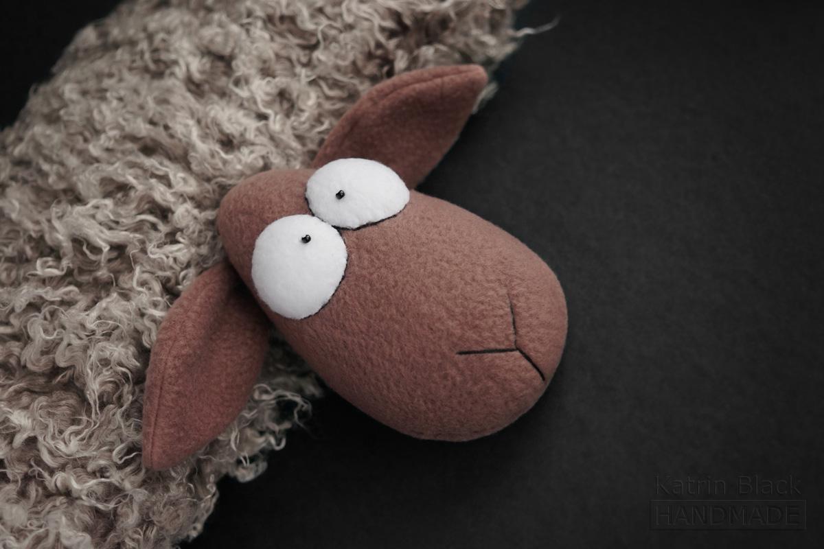 Игрушка ручной работы Овечка - подушка. Сшить овечку. Подарок на Новый Год.