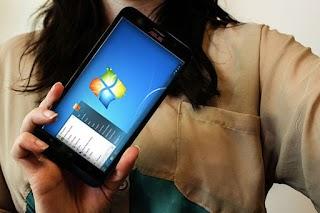 Seperti inilah Jika Asus ZenFone 2 Diinstall Windows (Video)