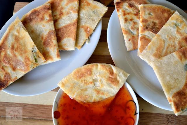 Scallion Pancakes ( clatite chinezesti cu ceapa verde)
