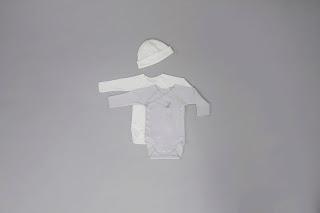 Cadeaux naissance body 100 % coton biologique rose gris blanc