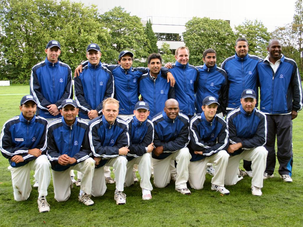 http://4.bp.blogspot.com/-CMnP1RkSJRE/Ti3YPrzoQXI/AAAAAAAAOLg/hM3bdK0JHXQ/s1600/Netherlands-cricket-team.jpg