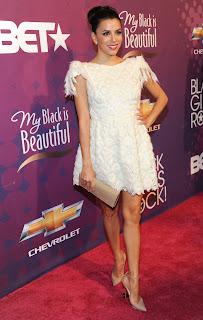Eva Longoria leggy on the red carpet