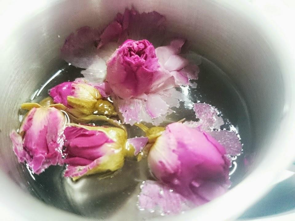 Jom amalkan minum air atau makan bunga Rose / bunga Mawar
