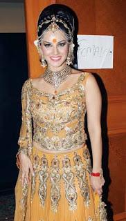 Sizzling Sunny Leone and Sushmita Sen at Rohit Verma's Fashion Show