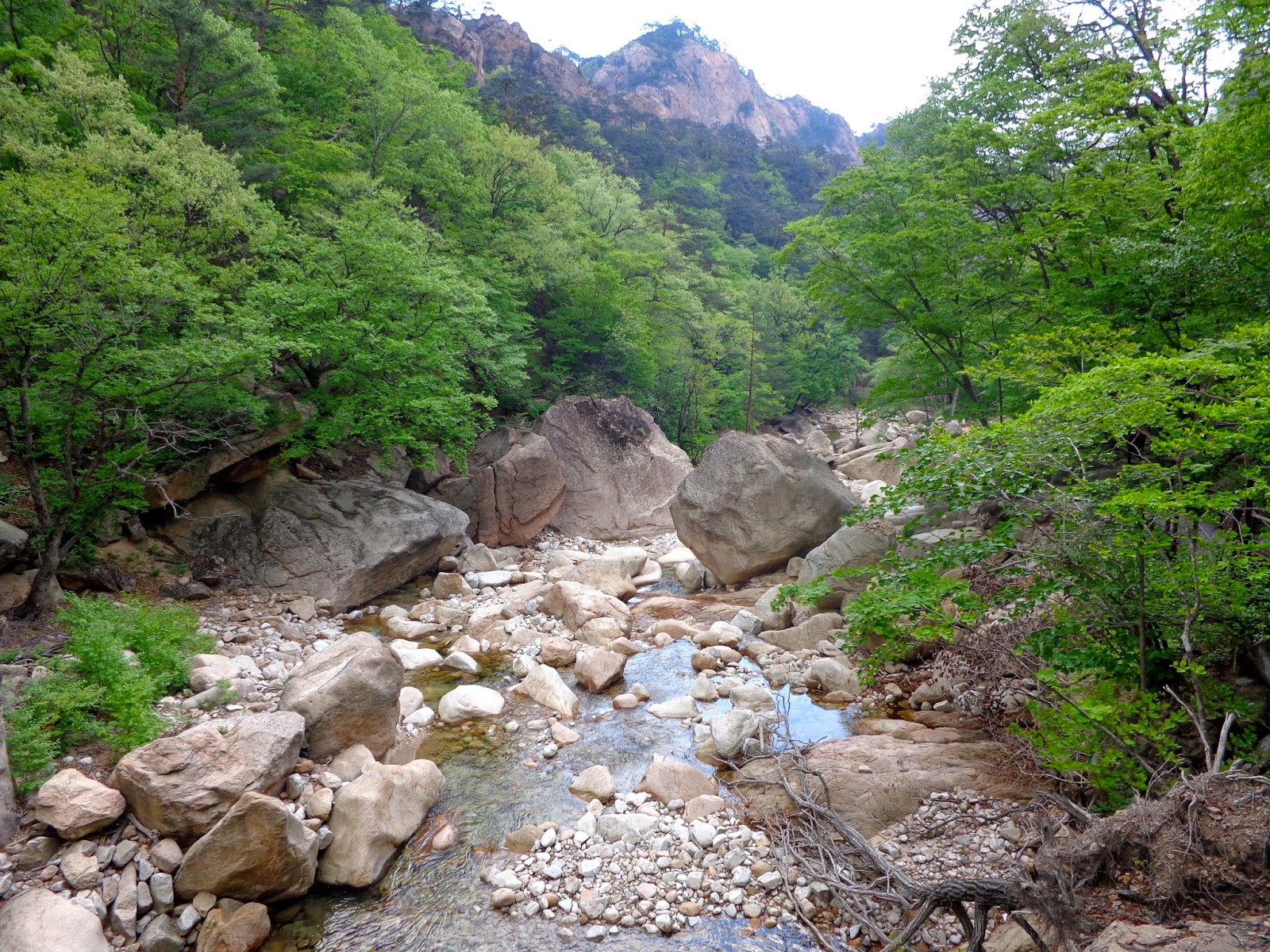Seoraksan-National-Park-Osaek