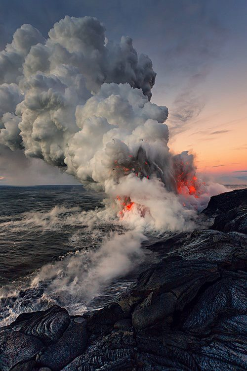 Underwater-Volcanic-Eruption-Picture
