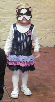 Virkattu pikkutytön mekko