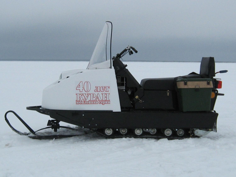 Снегоход Буран — надежное транспортное средство для поездок на зимнюю рыбалку