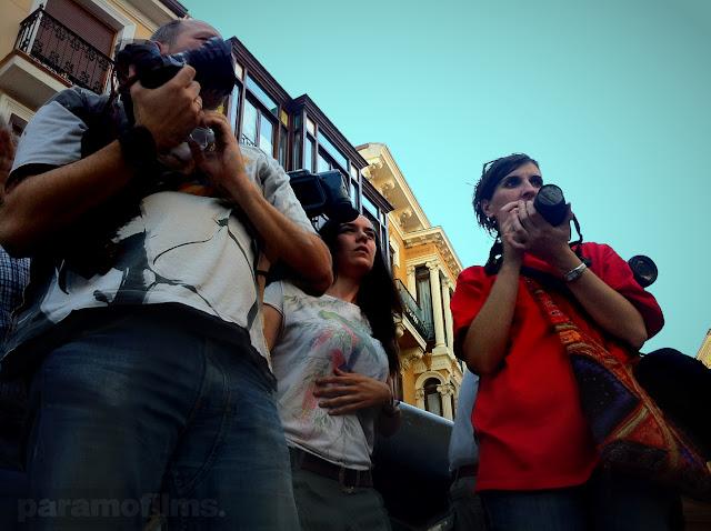 Reporteros/as en la Calle Mayor. 2012 (cc) Abbé Nozal