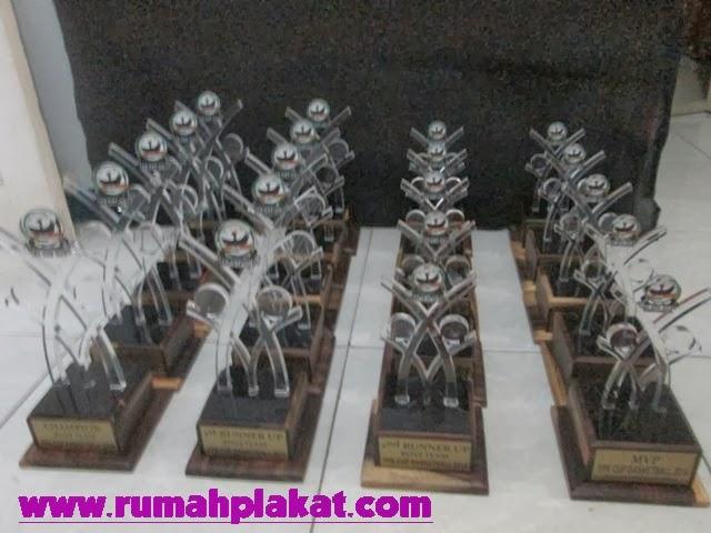 Contoh Desai Piala Akrilik lomba penghargaan, Tempat Jual Piala Unik Malang, Spesialis Pembuatan Piala 1 Set di Malang, 0856.4578.4363