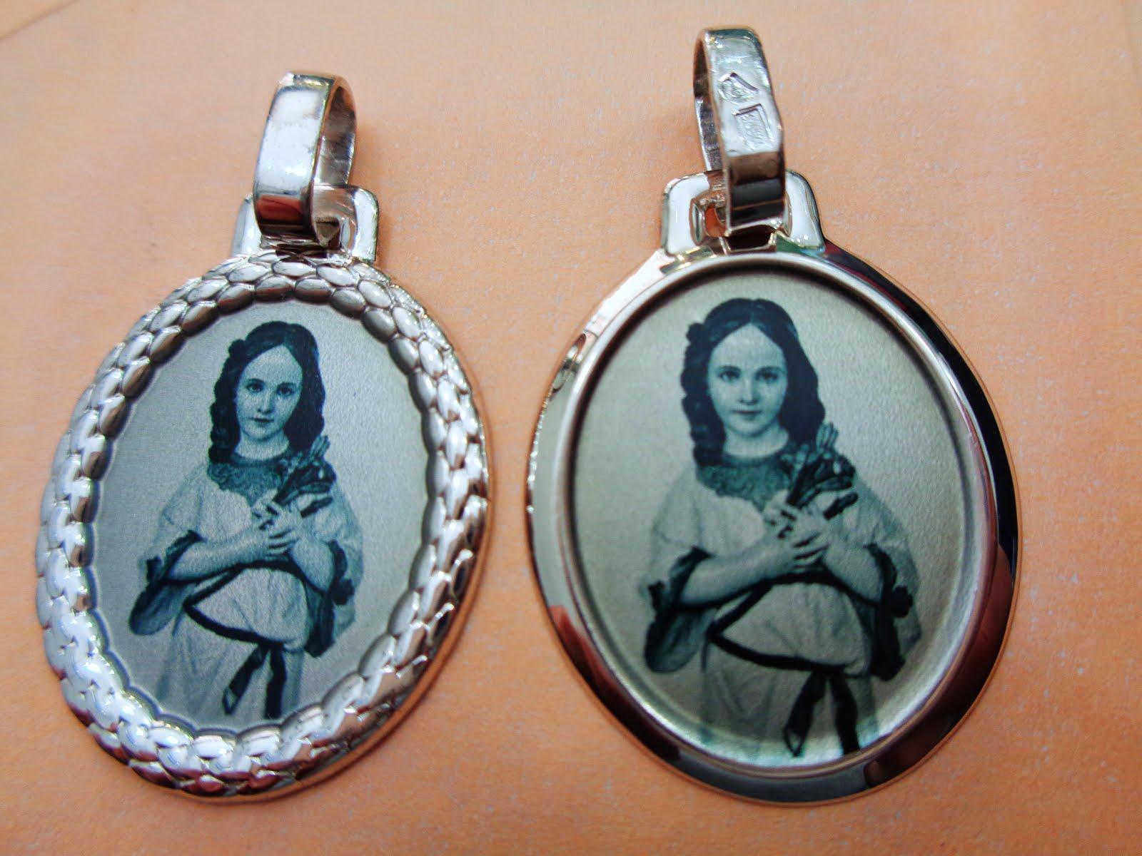 Medallas de plata esmaltadas con la Virgen Niña