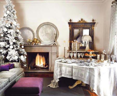 Украса за маса в бяло и сребърно